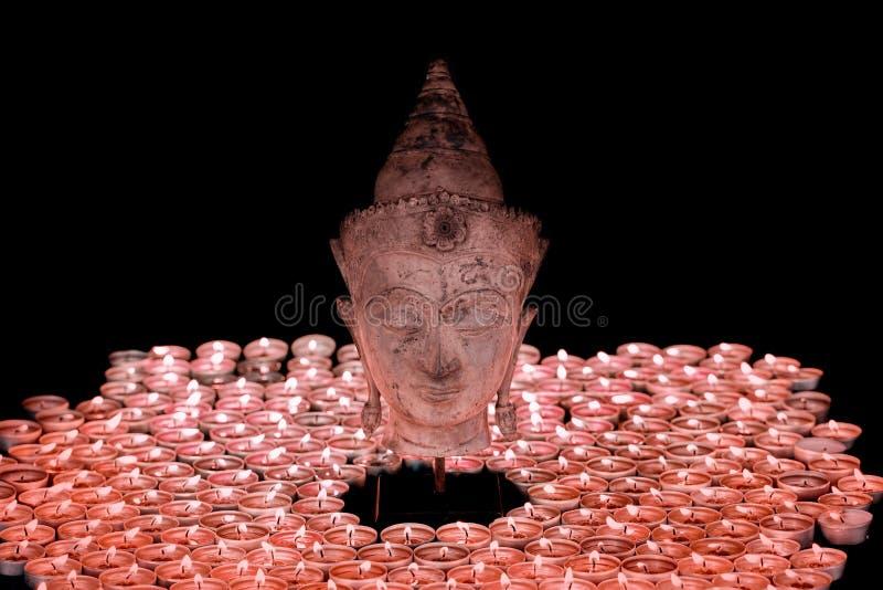 Andlig insikt Traditionell illumina för buddha huvudstaty royaltyfri bild