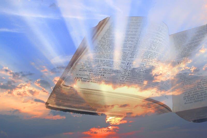 Andliga ljusa strålar för bibel fotografering för bildbyråer