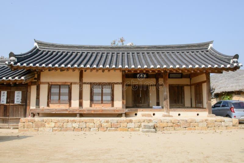 Andong Korea - Oktober 16, 2014: Yangodang i den Hahoe byn arkivfoton
