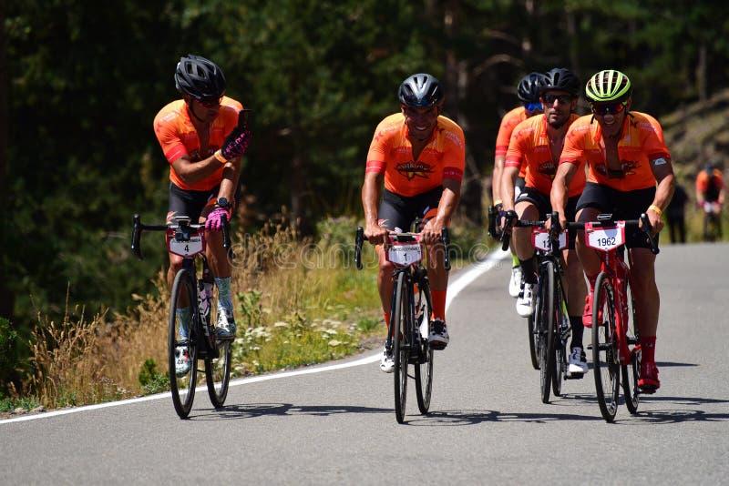 Andorra: Agust 4 2019: Ciclistas en el La Purito 2019 en Andorra Raza aficionada en Andorra foto de archivo libre de regalías