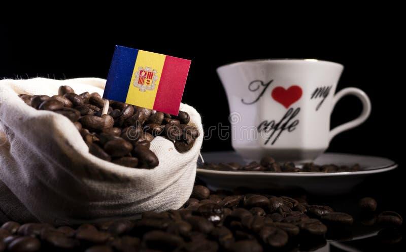 Download Andorra-Flagge In Einer Tasche Mit Den Kaffeebohnen Lokalisiert Auf Schwarzem Stockfoto - Bild von auslegung, kaffee: 96931562