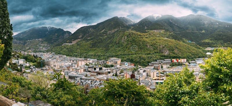 Andorra, principado dos vales de Andorra Vista panorâmica superior da arquitetura da cidade na temporada de verão Cidade em Pyren foto de stock