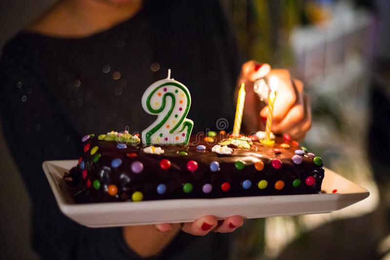 Andra födelsedagkaka och stearinljus arkivfoton