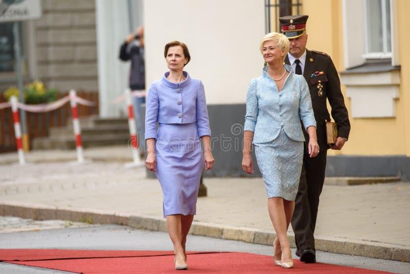 Andra Levita L, primeira senhora de Letónia e Iveta Vejone R fotografia de stock royalty free