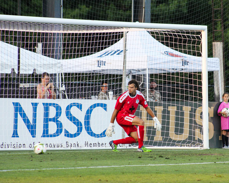 Andre Rawls, Wilmington Hammerheads. Wilmington Hammerheads goal keeper Andre Rawls guesses wrong on a penalty kick by Charleston's Justin Portillo stock photography