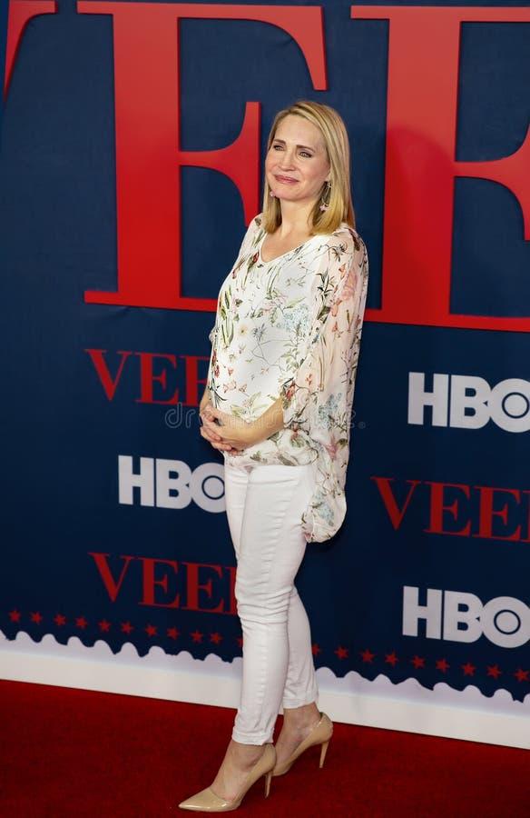 Andrea Canning på premiären av den sista säsongen av VEEP arkivbild