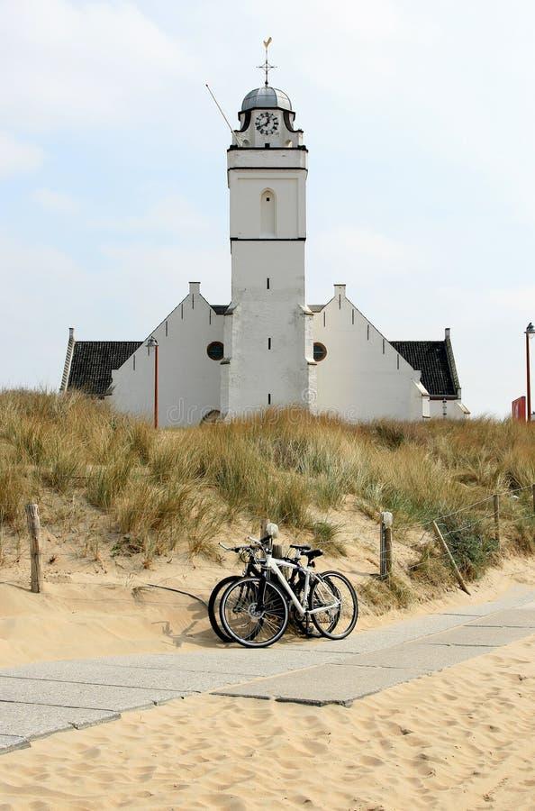 Andreas oder alte Kirche entlang den Dünen, Holland stockbild