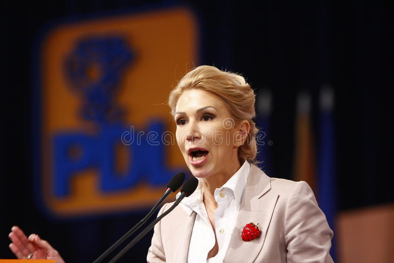 Andreea Paul Holding ett anförande royaltyfria bilder