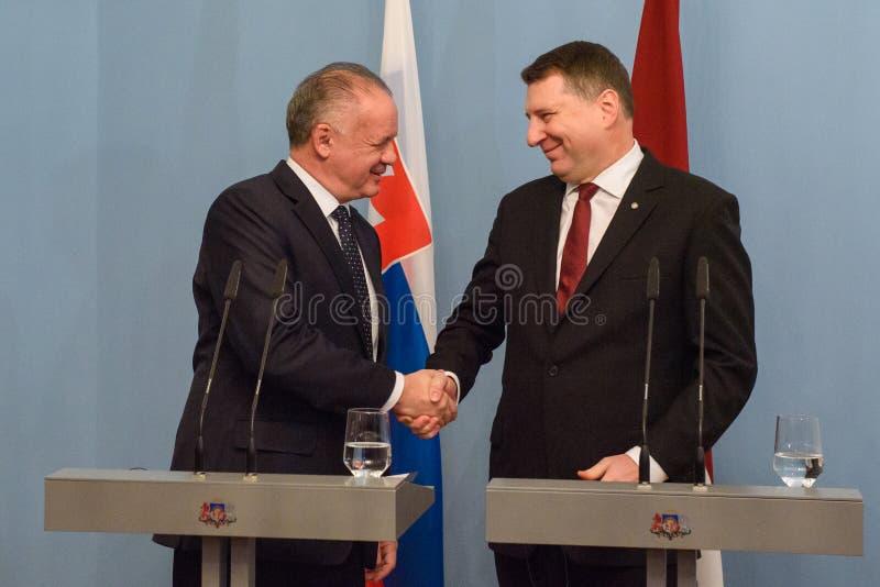Andrej Kiska, presidente de Eslovaquia y Raimonds Vejonis, presidente de Letonia imagen de archivo libre de regalías