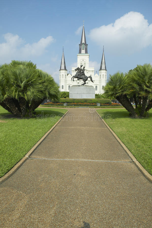 Andrew Jackson Statue & St Louis Cathedral, Jackson Square i New Orleans, Louisiana royaltyfria bilder