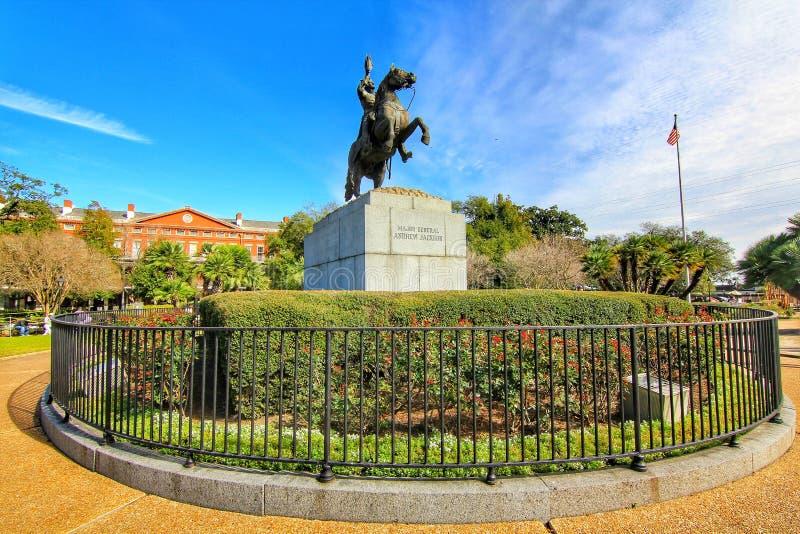 Andrew Jackson-Statue und Pontalba-Wohnungen in New Orleans lizenzfreie stockfotos