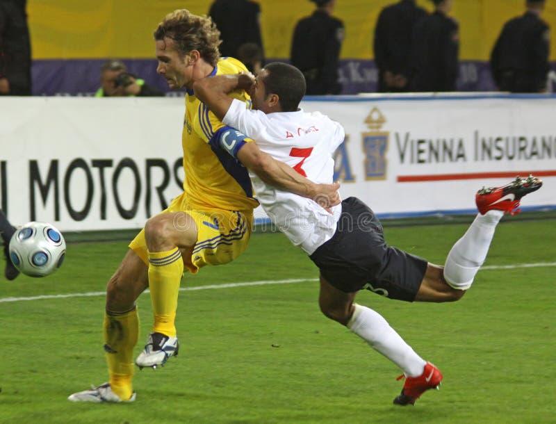 Andriy Shevchenko und Ashley Cole stockfotos