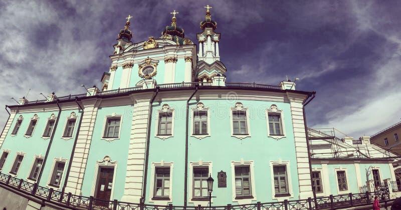 Andriyivskyy下降的修道院在基辅 免版税库存照片