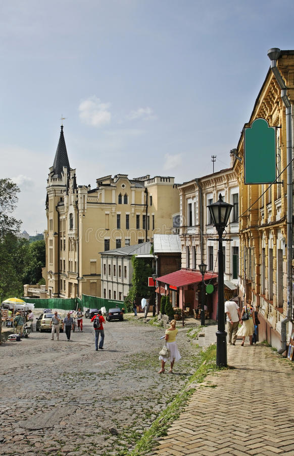 Andriyivskyy nedstigning i Kiev ukraine arkivbilder