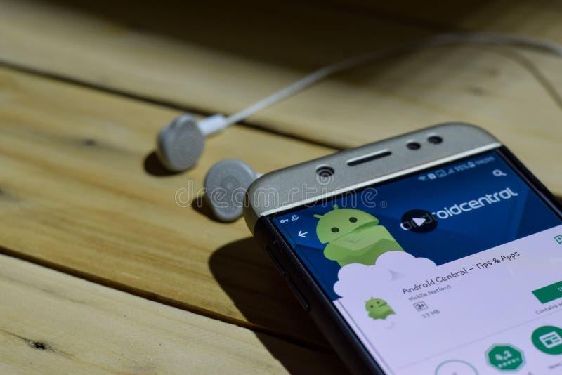Android central - spets- & Apps applikation på den Smartphone skärmen arkivbild