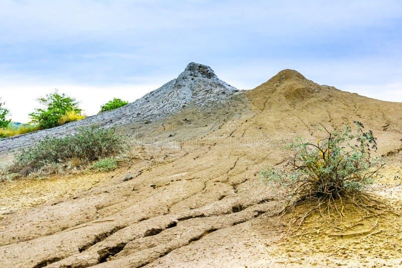 andscape avec le volcan boueux dans Buzau, Paclele Mari, Roumanie photo stock