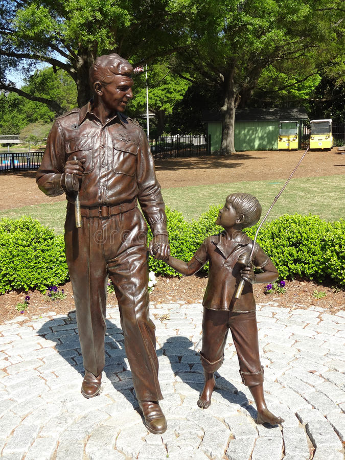 Andy Griffith e escultura de Opie no parque de Pullen em Raleigh, North Carolina imagem de stock royalty free
