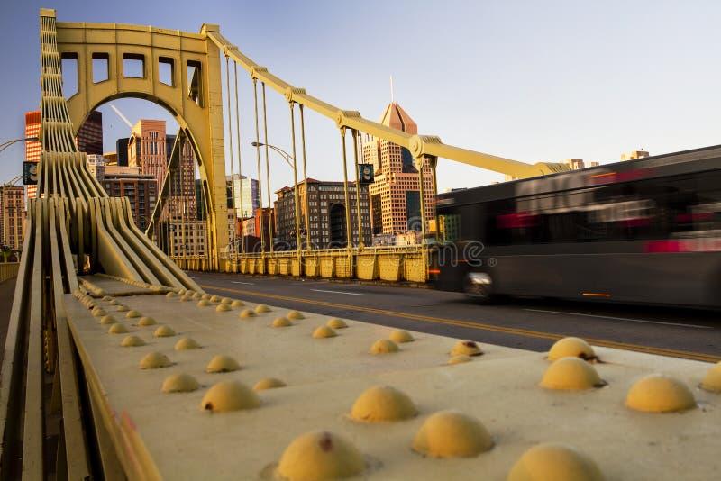 Andy Warhol Bridge Pittsburgh Bus immagine stock libera da diritti