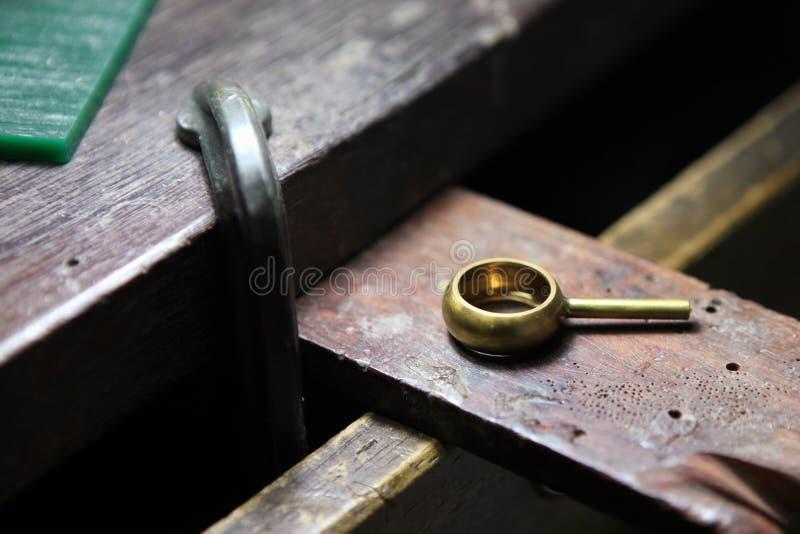Anel após a moldação na tabela fotografia de stock royalty free
