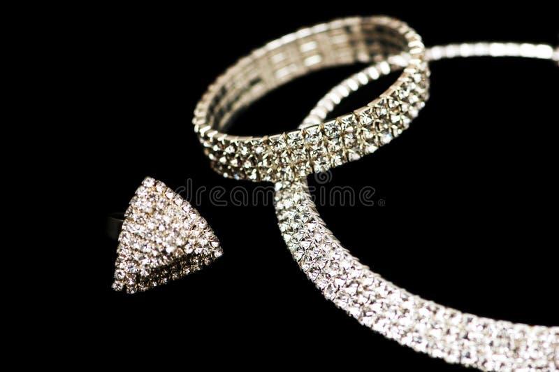Anel, bracelete e colar fotos de stock