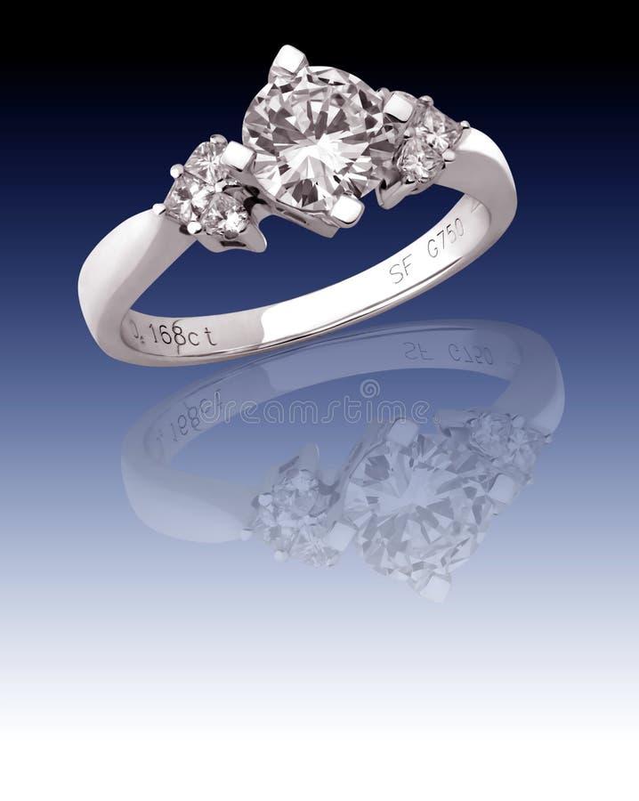Anel com diamantes imagens de stock