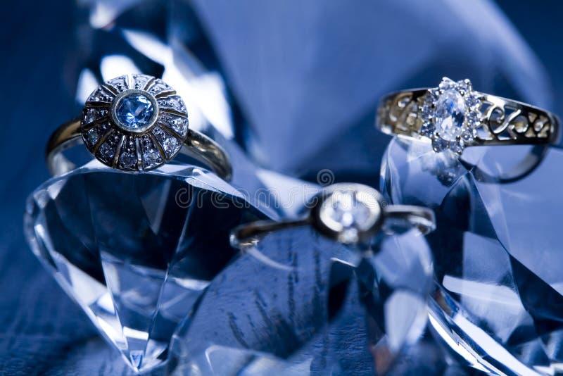 Anel com diamantes imagem de stock