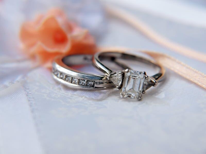 Anel de casamento 5 da platina imagem de stock royalty free