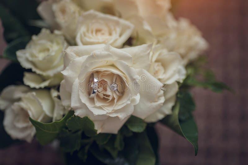 Anel de casamento em Rosa, voc? casar-me-?? fotografia de stock royalty free