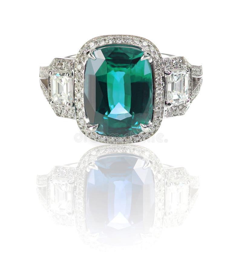 Anel de diamante bonito com a pedra do centro de pedra preciosa do verde azul imagens de stock
