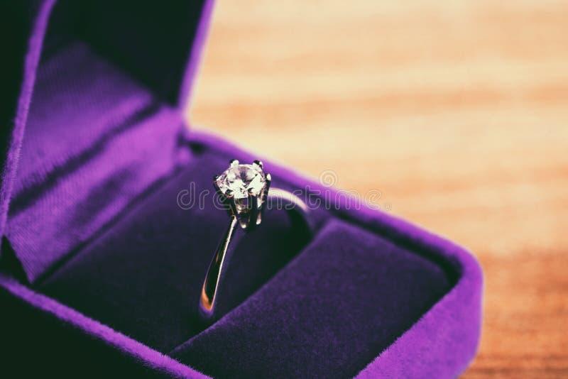 Anel de diamante bonito imagem de stock