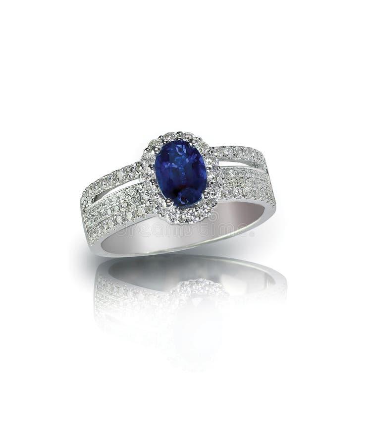 Anel de diamante da safira fotografia de stock royalty free