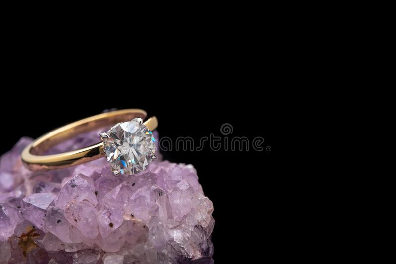 Anel de diamante do acoplamento fotos de stock royalty free