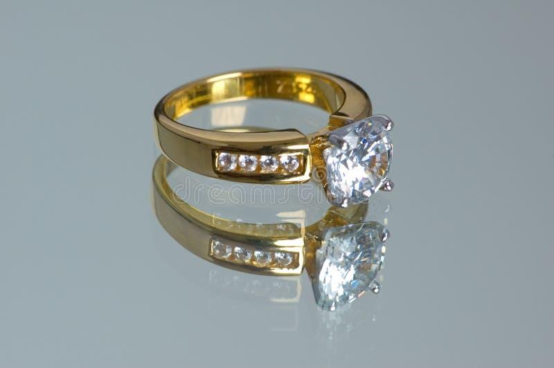 Anel de diamante do ouro imagens de stock