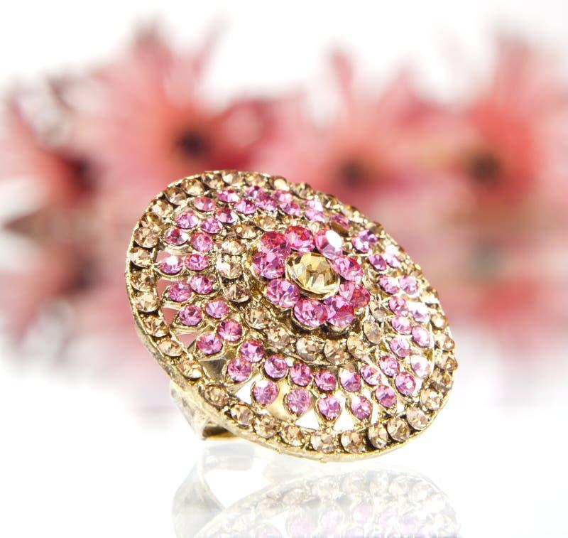 Anel de Gemstone do Safira-Bronze fotos de stock royalty free