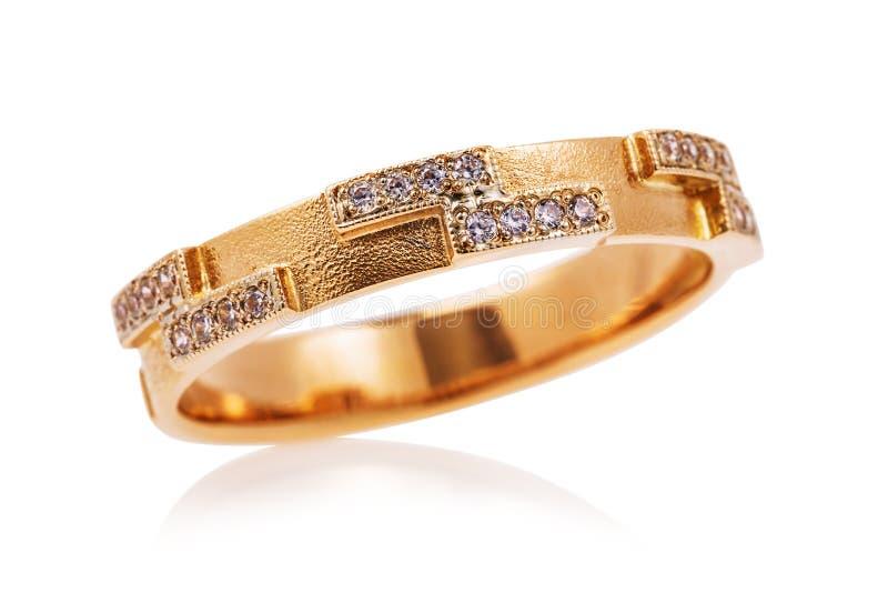 Anel de ouro com zirconitas isolado foto de stock royalty free