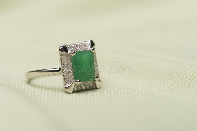 Anel de pedra verde fotos de stock