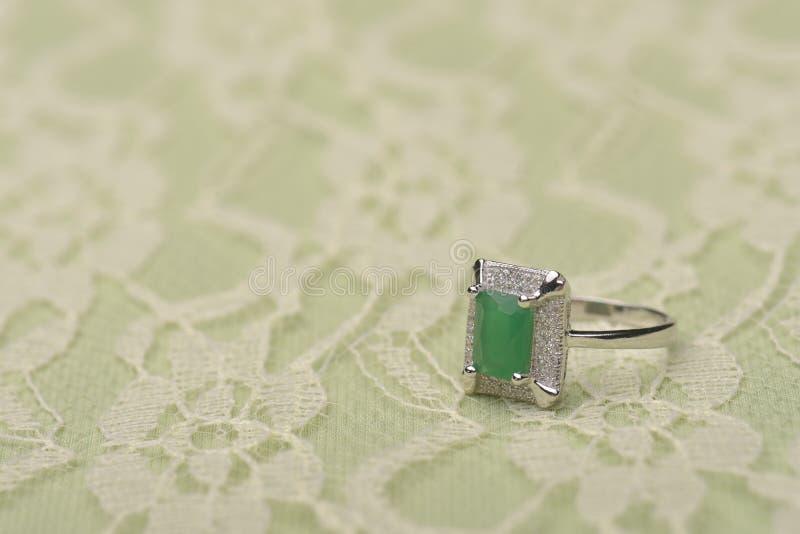Anel de pedra verde foto de stock