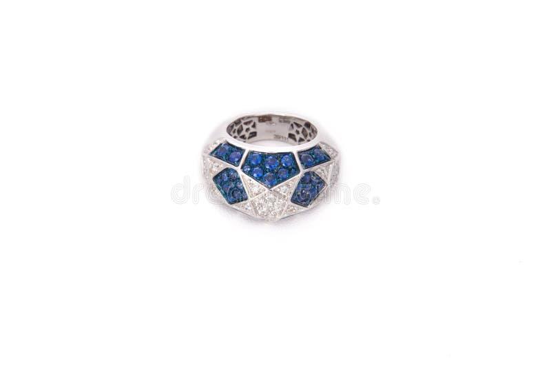 Anel de prata com cristais de rocha azuis fotos de stock royalty free