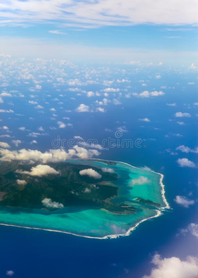 Anel do atoll de Polynesia.The no oceano imagem de stock