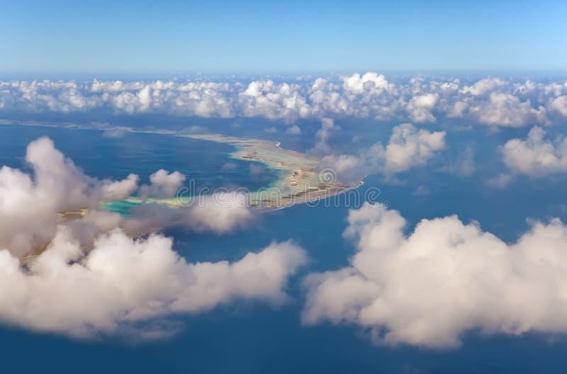Anel do atoll de Polynesia.The no oceano. Vista aérea fotografia de stock royalty free