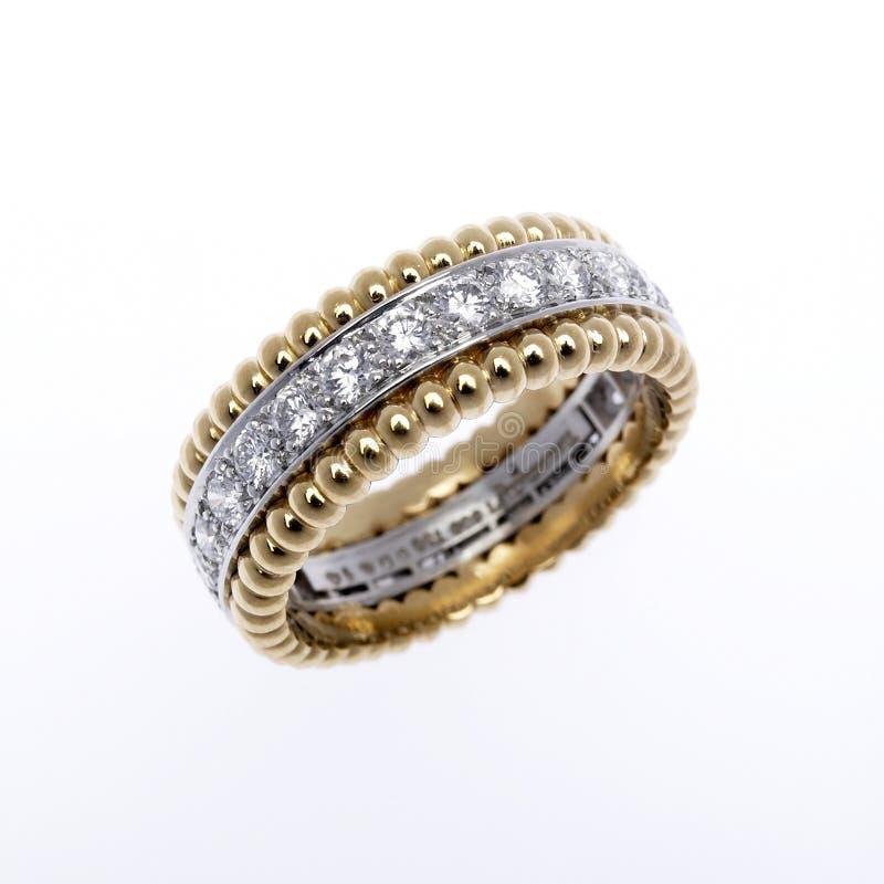 Anel do ouro e de diamante fotografia de stock royalty free