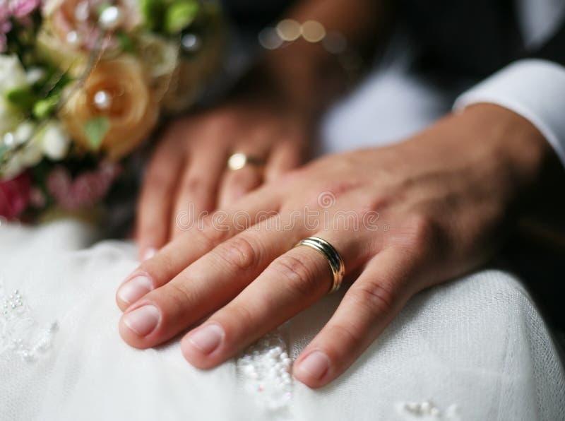 Download Anelli Di Cerimonia Nuziale Fotografia Stock - Immagine di mani, amore: 3143544
