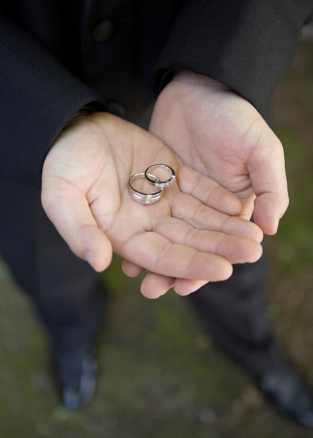 Anelli di cerimonia nuziale disponibili immagini stock