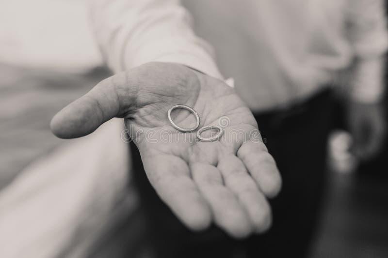 Anelli di oro di cerimonia nuziale fotografia stock