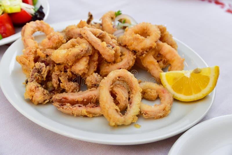 Anelli fritti del Calamari fotografie stock libere da diritti