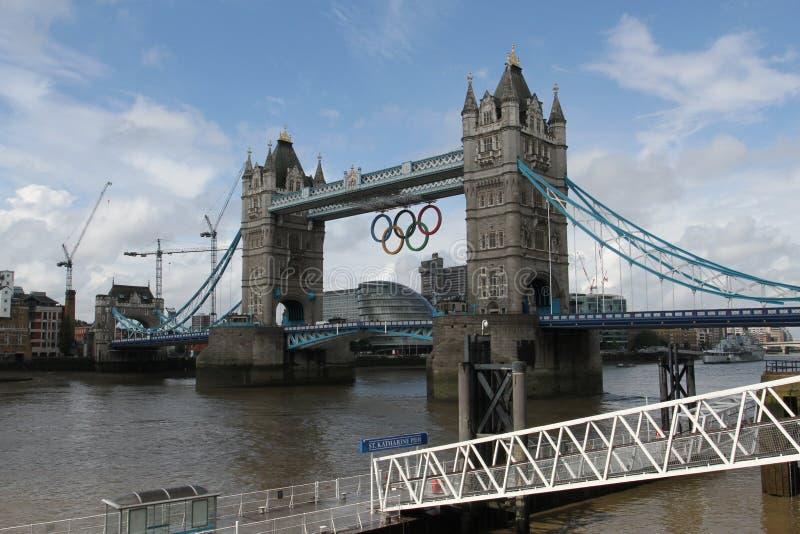 Anelli olimpici del ponticello della torretta, Londra fotografie stock libere da diritti