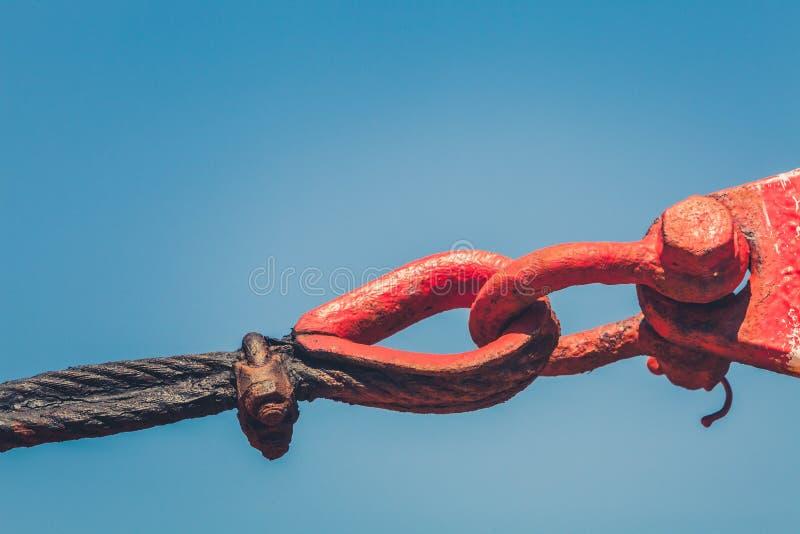 Anelli rossi della giunzione d'acciaio su una nave fotografia stock