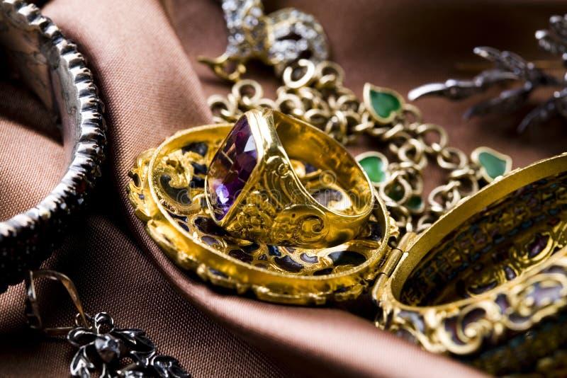 Download Anello fotografia stock. Immagine di brillante, diamanti - 7317922