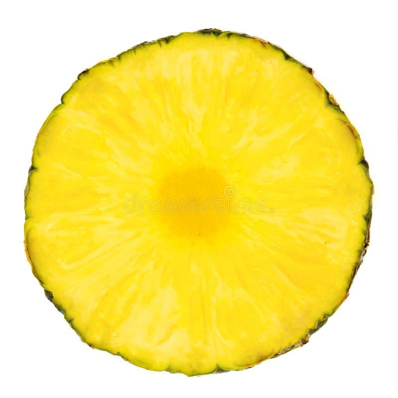 Anello affettato ananas Bei pezzi dell'ananas isolati sul BAC bianco fotografia stock