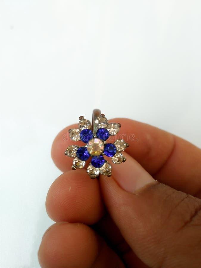 anello blu della gemma per le belle donne fotografie stock libere da diritti